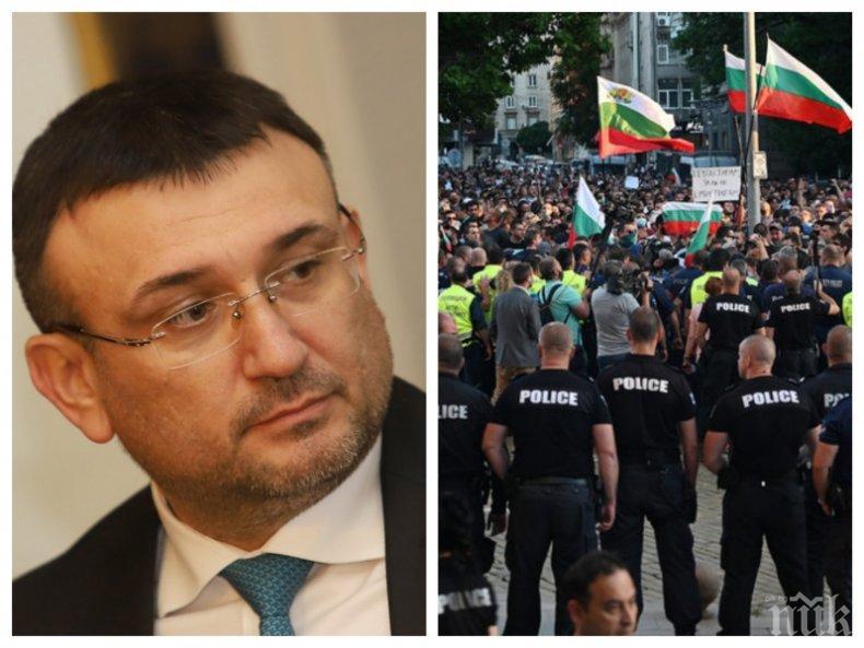 Полицаи се организират в защита на вътрешния министър Младен Маринов (СНИМКИ)