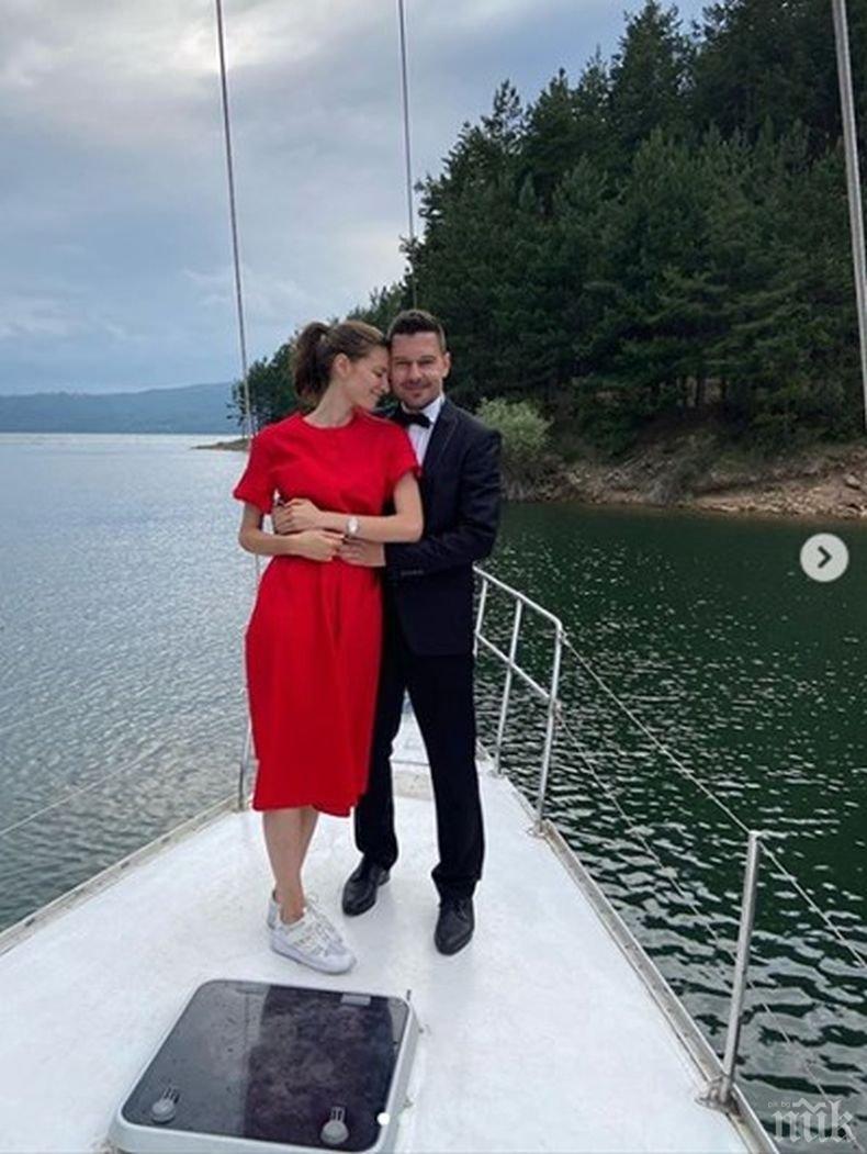 МЕНДЕЛСОН: Нора Шопова се сгоди (СНИМКА)