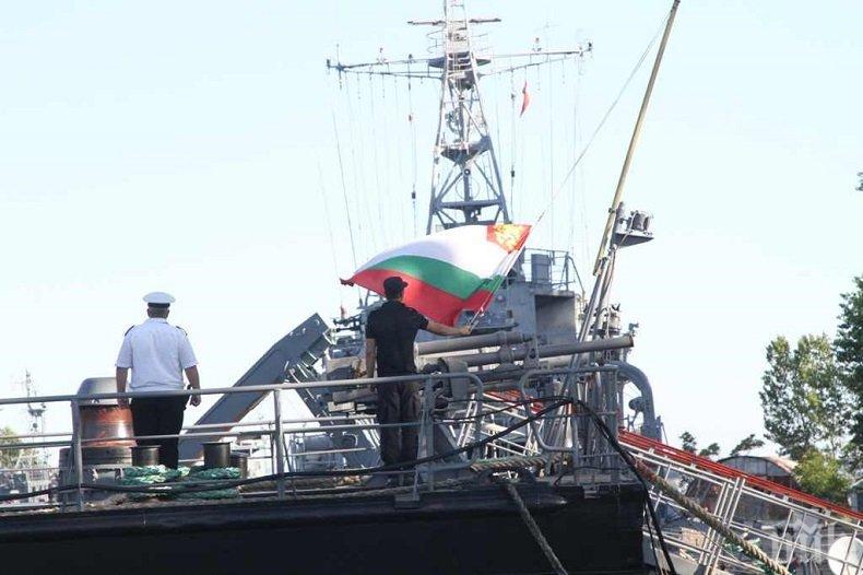 """Корабите, участващи в учението """"Бриз 2020"""", излязоха на море (СНИМКИ)"""