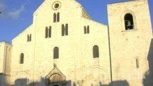 Свещеник намери новородено пред църква в Италия