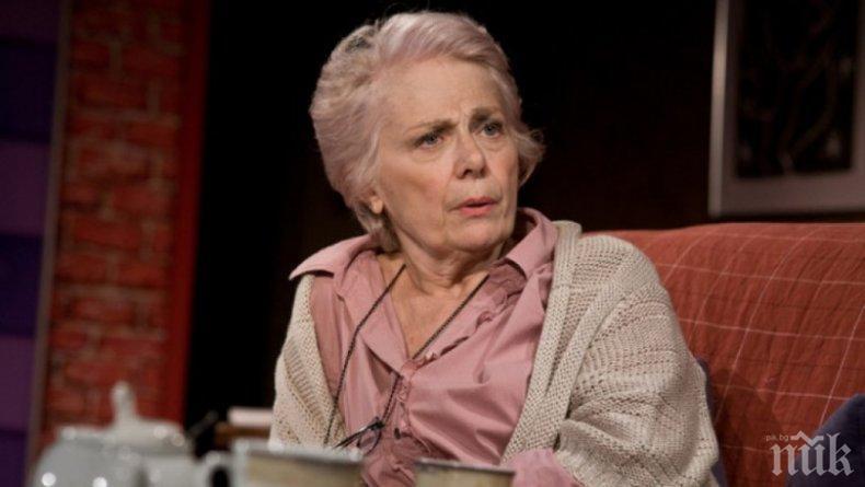 Легендата на Военния театър Меглена Караламбова се разведе