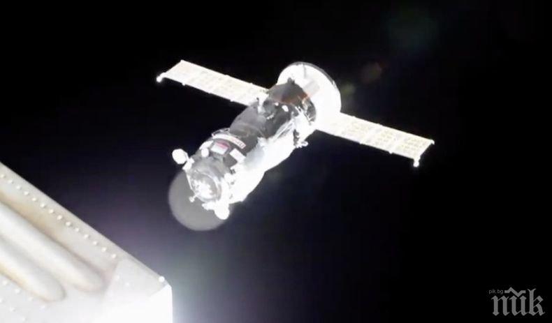 Двама астронавти от МКС извършваха 8 часа ремонти в открития Космос