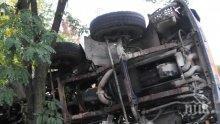Камион се обърна на пътя Плевен - село Мечка