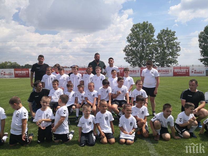 60 деца започнаха тренировки в школата на Благо Георгиев