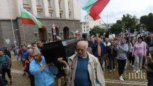 ПЪРВО В ПИК! Десислава Атанасова изригна заради ковчега с името на Борисов: Пърформънс със смъртта не бива, опомнете се (СНИМКА)