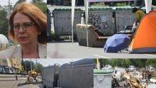 """СКАНДАЛ В ПИК: Фандъкова в завера с метежниците на """"Орлов мост"""" - унижава се да чисти кочината им (СНИМКИ)"""