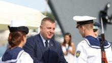"""Министър Каракачанов връчи офицерски пагони на випуск """"Добруджански"""" на ВВМУ """"Н. Й. Вапцаров"""" (СНИМКИ)"""
