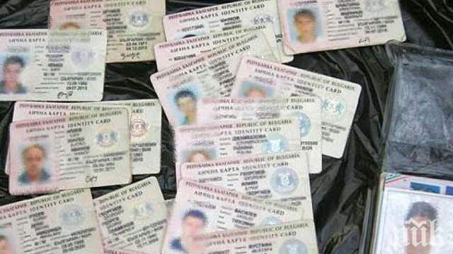 Продължават опашките за лични документи в София