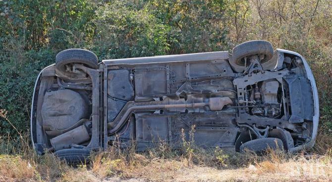 ТРАГЕДИЯ: Младеж заби автомобила си в канавка и погуби 15-годишно момиче - другите пътници са в болница