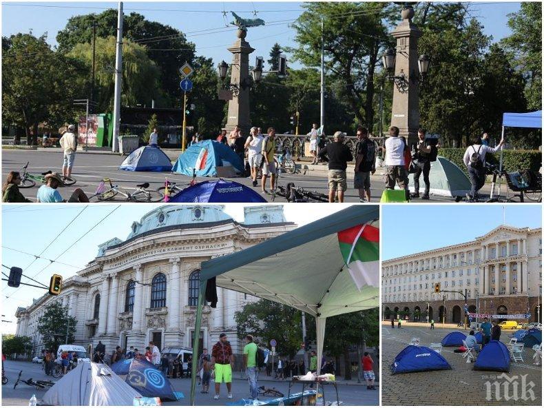 Масово ликуване! Гражданите хвалят МВР за освобождаването на улиците от метежниците (СНИМКИ)