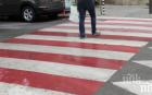 РУСКА РУЛЕТКА: Пешеходци изскачат пред коли в София заради преместена пешеходна пътека