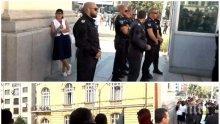 СКАНДАЛ В ПИК TV: Изстъпленията на метежниците продължават - псуват и обиждат Ива Николова до парламента (ВИДЕО/ОБНОВЕНА)