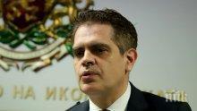 """САМО В ПИК И """"РЕТРО"""": Новият министър на икономиката женен за доцентка, фен е на ските и волейбола (СНИМКА)"""