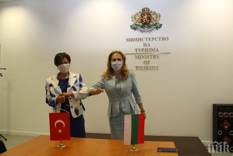 Вицепремиерът Марияна Николова обсъди с посланик Айлин Секизкьок българо-турските отношения в туризма (СНИМКИ)