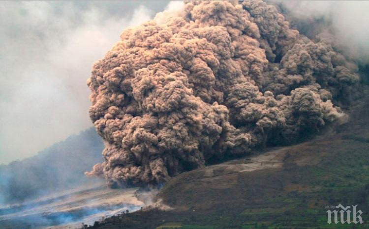 Вулканът Синабунг изригна отново