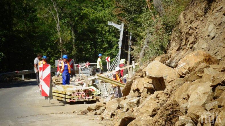 Спират укрепването на срутището по пътя за Рилския манастир