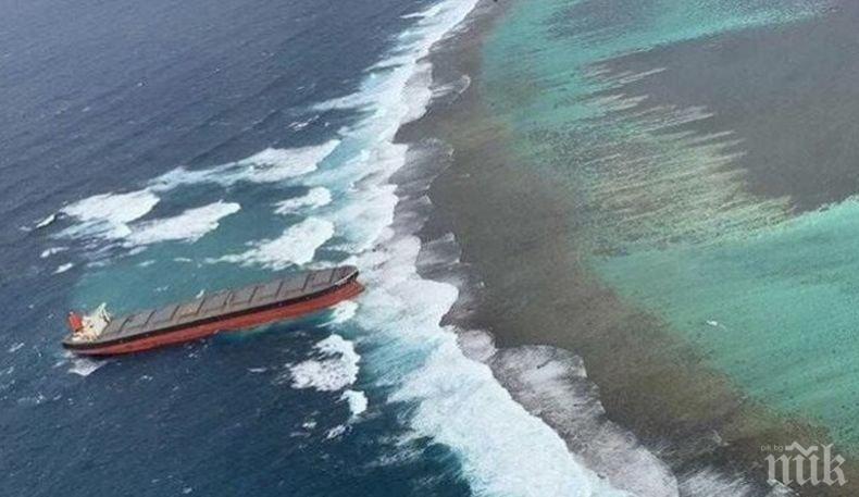 Спря изтичането на петролни продукти от японския кораба край Мавриций