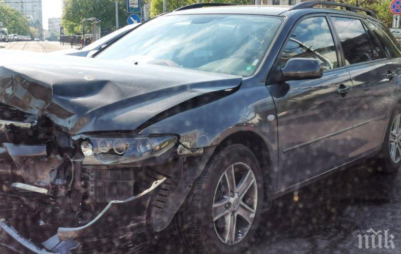 ЧЕЛЕН СБЛЪСЪК: Шофьорка размаза Ауди в джип в Бургас