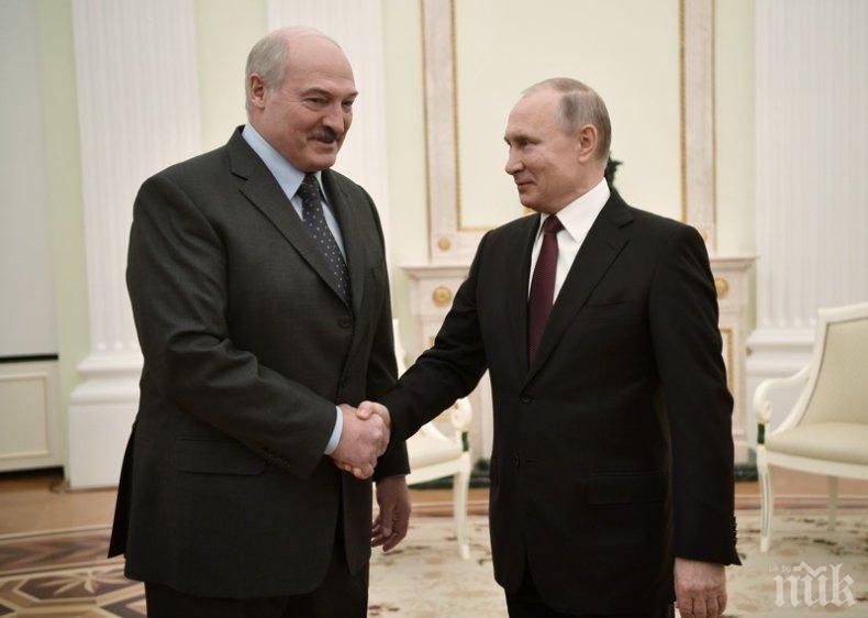 Путин и Лукашенко си стиснаха ръцете: Проблемите в Беларус ще се решат бързо
