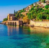 Турция опитва да си върне руските туристи