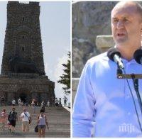 КОЩУНСТВО: Метежниците на Радев се барикадираха на Шипка, поругаха паметта на освободителите