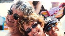 20 ГОДИНИ ПО-КЪСНО: Вижте Катето Евро и жената на Орлин Горанов като русалки в басейна (СНИМКИ)