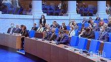 Депутатите гласуват две оставки и решават за машинния вот