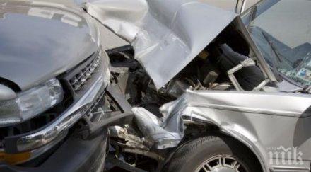 две коли помляха челно асеновград виновният оказа пиян