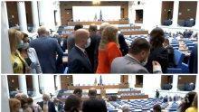 ПЪРВО В ПИК TV: Деветосептемврийска декларация на БСП прогони всички от пленарната зала (ОБНОВЕНА)