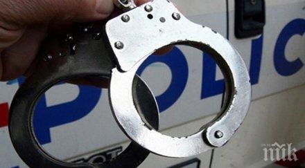 двоен екшън докато арестуват крадец казино пиян надъни патрулката ченгетата