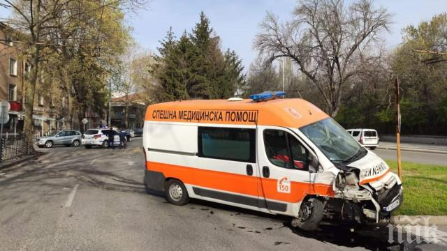 Брутално: Мъж запали жена си докато спи в село във Врачанско