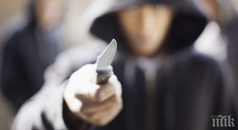 КЪРВАВ ЕКШЪН: Рогоносец заби нож в съперника си посред бял ден в Стара Загора
