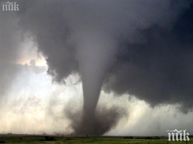 Мощно торнадо се развилня в Алабама, има загинал и тежко ранени (ВИДЕО)