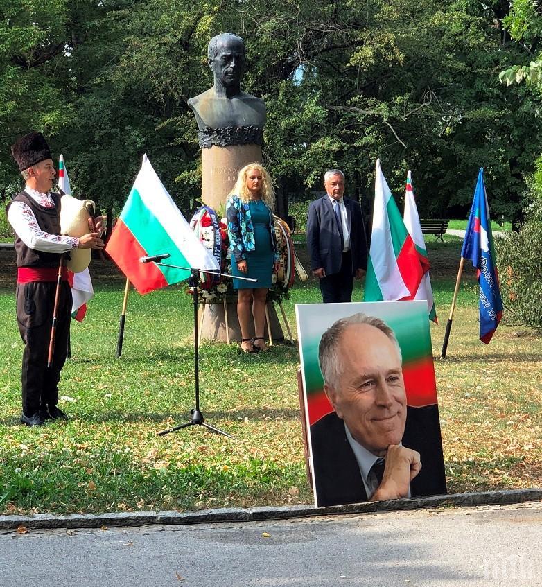 Валери Симеонов се преклони пред великия Николай Хайтов и обяви: Той направи това, което сториха нашите възрожденци век по-рано – заби здраво жалоните на родолюбието (СНИМКИ)