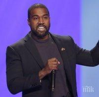 """Кание Уест се изпика върху наградата си """"Грами"""" (ВИДЕО)"""