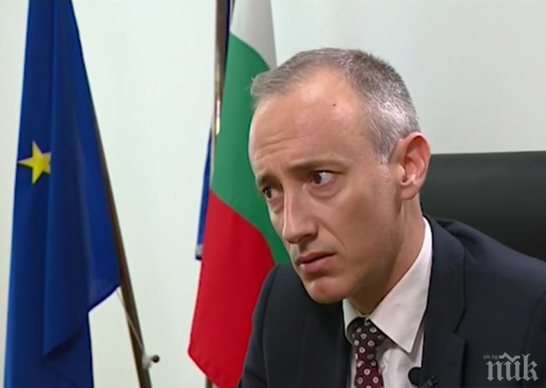Министър Вълчев: Училищата да не събират пари от родителите