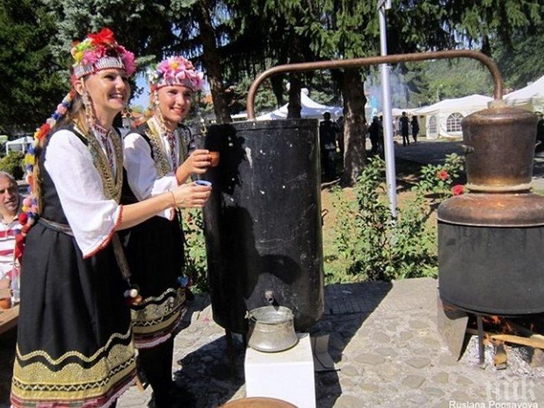 Фестивалът на сливата започна в Троян