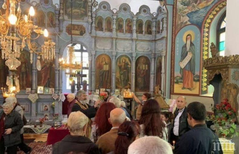 """Жителите на Голямо Пещене отбелязаха годишнина от създаването на храм """"Св. Георги Победоносец"""""""