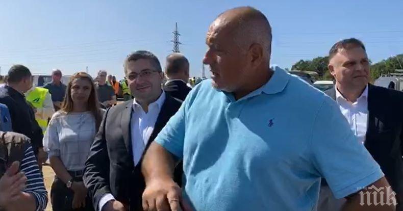 ПЪРВО В ПИК: Борисов посрещнат с овации в Плевенско: Браво, Бойко, никаква оставка! Премиерът: На кой да се предадем? Само ние работим (ВИДЕО)