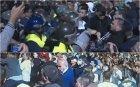 ИЗВЪНРЕДНО В ПИК: Агитките тръгнаха напред - замерят полицаите с бутилки и камъни (СНИМКИ)