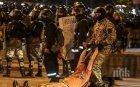 Полицията в Минск изкара водни оръдия срещу демонстранти и започна арести