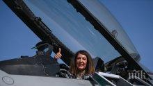 Херо Мустафа се качи на изтребител и обяви: Нашите F-16 са тук за охрана на въздушното пространство на България