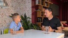 Синът на Милен Цветков води онлайн предаване с Лудия репортер (ВИДЕО)