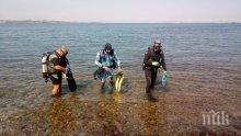 Екип от ВМС обезвреди морска мина в морето край Созопол (СНИМКИ)