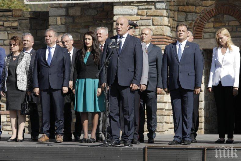 Зам.-шефът на НС Емил Христов във Велико Търново: Нека протегнем ръка един към друг, а не юмруци!