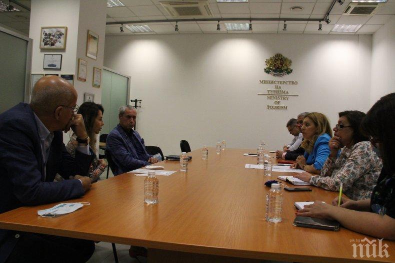 """Вицепремиерът Марияна Николова пред представители на """"Българско ски училище"""": Приветстваме идеята за разработване на ваучери за обучение на деца"""