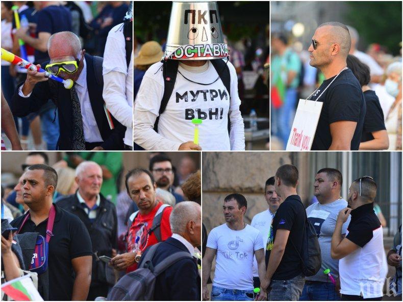 """РЕЗИЛ НА """"ВЪСТАНИЕТО"""": Татуирани, мургави, пенсионери и батки сред старите муцуни на метежа на Радев - обединената олигархия събра под 1000 души от цяла България (СНИМКИ)"""