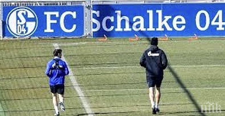 Отборът на Шалке остана без треньор