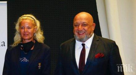 """Министър Кралев и близо 200 олимпийски медалисти - на представянето на книгата """"България на Олимп"""" (СНИМКИ)"""