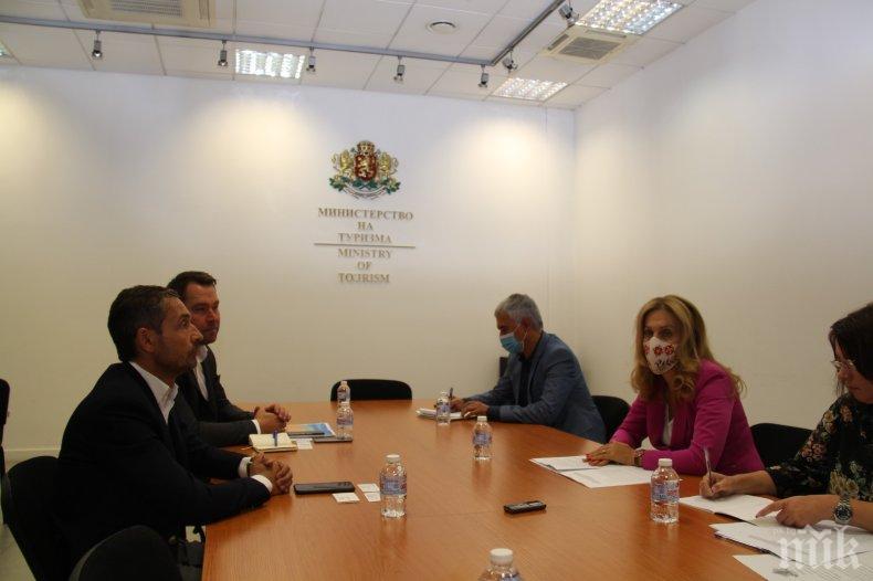 Вицепремиерът Марияна Николова обсъди партньорството с Александър Вреде, директор в Alltours (СНИМКИ)